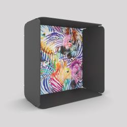 Voile de fond motif zèbre avec le cube-étagère en acier couleur carbone